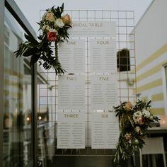 Metal mesh + flowers table plan
