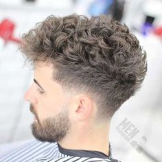 Curly Undercut: 30 Modern Curly Haircuts for Men - Men's Hairstyle Tips Taper Fade Curly Hair, Curly Hair Cuts, Wavy Hair, Curly Hair Styles, Hair Afro, Thick Hair, Male Haircuts Curly, Haircuts For Men, Tapered Haircut
