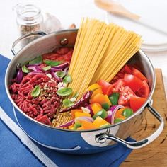 One pot pasta Dinner Casserole Recipes, Healthy Dinner Recipes, One Pan Pasta, Sauce Tomate, Batch Cooking, One Pot Meals, Tasty Dishes, Beef Recipes, Food And Drink