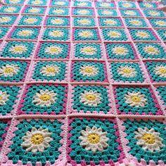 Daisy dream crochet blanket by AboutCrochet on Etsy