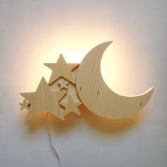 Moon lamp in wood Diy Wooden Projects, Small Wood Projects, Wood Crafts, Fun Crafts, Diy And Crafts, Projects To Try, Wooden Lamp, Wooden Diy, Playroom Decor
