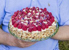 Bent Stiansen cream cake with raspberries, vanilla cream and hazelnuts Norwegian Food, Norwegian Recipes, Pudding Desserts, Tasty Kitchen, Vanilla Cream, Cream Cake, Yummy Cakes, Acai Bowl, Cake Recipes