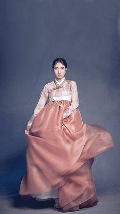 Check out this amazing post with ethic bridal wear in South Korea, India, Nigera and Morocco! Korean Hanbok, Korean Dress, Korean Outfits, Korean Traditional Dress, Traditional Dresses, Traditional Fashion, Ethnic Outfits, Fashion Outfits, Hanbok Wedding