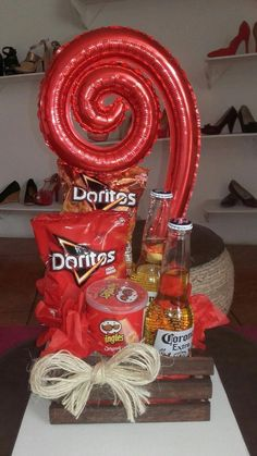 44 Ideas Birthday Gifts For Him Diy Father Mickey Mouse For 2019 Birthday Present For Brother, Birthday Gift For Him, Birthday Crafts, Candy Bouquet, Balloon Bouquet, Diy Presents, Diy Gifts, Ideas Aniversario, Valentine Decorations