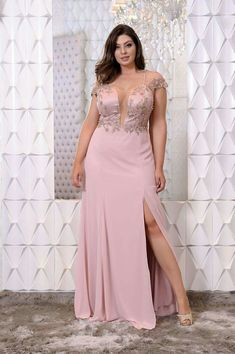 11 Inspirational Party Dress Ideas for Curvy Bodied Women - Fashions Nowadays Gowns For Plus Size Women, Plus Size Prom, Evening Dresses Plus Size, Plus Size Dresses, Plus Size Outfits, Curvy Fashion, Plus Size Fashion, Night Gown Dress, Curvy Dress