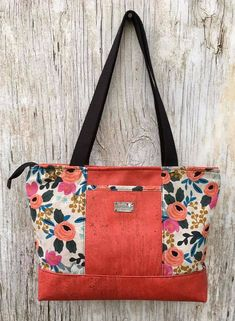 Hapai Tote at pattern by Sew Da Kine in cork fabric and canvas Bag Pattern Free, Wallet Pattern, Tote Pattern, Handbag Patterns, Bag Patterns To Sew, Free Tote Bag Patterns, Fabric Tote Bags, Fabric Handbags, Cork Fabric