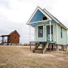 Green little tiny house in Texas