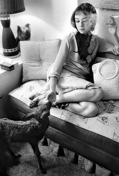 Audrey Hepburn with the baby fawn se adopted during the film Green Mansions (1959). Another reason to love her. (Thanks Courtney and her blog!)