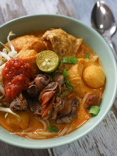 Kari Ayam, Easy Recipes, Easy Meals, Noodle Soups, Thai Red Curry, Noodles, Ethnic Recipes, Food, Easy Punch Recipes