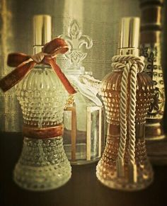 Home spray em mini vidro bico de jaca. Além de perfumar,  deixa qualquer cantinho decorado! Ótima opção para presentear. #aromattica #aromatizador #aroma #decoraçao #insta #instadecor #deco #decor #homesweethome #home #bemestar #perfumes #perfumeparacasa #casaperfumada #homedecor #presente #gift #vintagestyle #vintage #gifts #giftscorporativos #ambiente #amigosecreto #piracicabacity