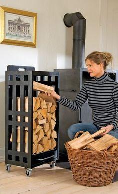 Dieses Brennholzregal wird draußen mit Holz bestückt und dann bequem zum Ofen gerollt. Wir zeigen Ihnen den Bau des mobilen Kaminholzregals.