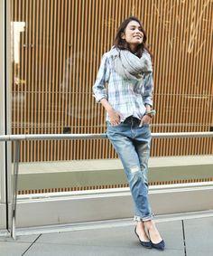 こなれ感のあるスタイルに。テーパードダメージデニムパンツ / crushed jeans on ShopStyle