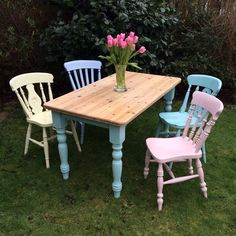 Hand Painted Vintage Furniture by WildgustandGraves - Welcome the first blush of summer with this beautiful cottage dining table and pastel-painted chairs. A beautiful, fresh breath of new life for your dining room or conservatory. Comedor Shabby Chic, Cocina Shabby Chic, Shabby Chic Homes, Shabby Chic Decor, Shabby Chic Cafe, Shabby Chic Patio, Painted Chairs, Painted Furniture, Kitchen Chairs Painted