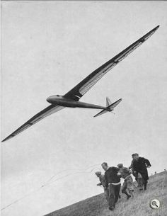 "Ohkay, this looks like serious fun. A hillside, some wind, and a scale Fafnir sailplane. Btw, ""fafnir"" means ""mythical dragon"" - how appropriate for this pic."