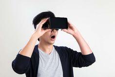 Petit rappel : La réalité virtuelle (en anglais, virtual reality ou VR) est une technologie qui permet de plonger une personne dans un monde artificiel créé numériquement. Elle ne doit pas être confondue avec la réalité augmentée. Il peut s'agir d'une reproduction du monde réel ou bien d'un univers totalement imaginaire.