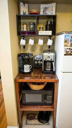 28 Genius Small Apartment Organization Ideas www. - 28 Genius Small Apartment Organization Ideas www. - 28 Genius Small Apartment Organization Ideas www. Small Apartment Organization, Small Apartment Kitchen, Apartment Decorating On A Budget, Small Kitchen Storage, Storage Organization, Organizing Ideas, Kitchen Small, Bedroom Organization, Kitchen Corner
