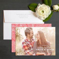 Grote foto als achtergrond voor uitnodiging, mooie letters datum en namen (wel duur om te printen)