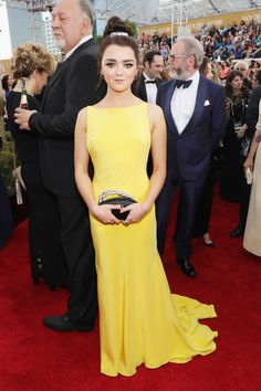 Maisie Williams in Ong Oaj PAiram 2017 Golden Globes: Celebrity Style From the Red Carpet Maisie Williams, 74th Golden Globe Awards, Golden Globes, Celebrity Outfits, Celebrity Style, Celebrity Crush, Carpet Trends, Red Carpet Dresses, Mellow Yellow