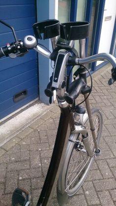 Twee elleboogkrukken veilig mee op de fiets