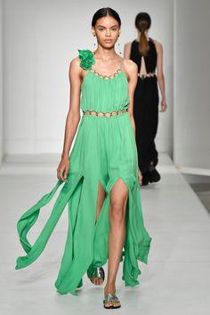 Reinaldo Lourenço_ SPFW N47-Primavera Verão 2020Foto: Zé Takahashi/ FOTOSITE 36, Envy, Ideias Fashion, High Low, Womens Fashion, Green, Dresses, Spring Summer, Dress Long