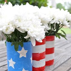 What decorations do you have planned for the 4th of July? Find out how to make these quick and easy flower pots via @mom4realky (link in profile!)