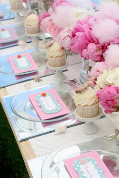 Gorgeous tablescape for a little girls party or a baby/bridal shower. Love the mirror chargers