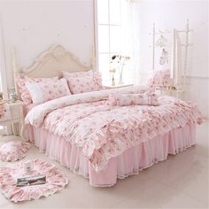 Shabby Chic Bedding Sets, Queen Bedding Sets, Luxury Bedding Sets, Romantic Shabby Chic, Shabby Chic Pink, Romantic Roses, Light Pink Bedding, Ideas Vintage, Ruffle Bedding