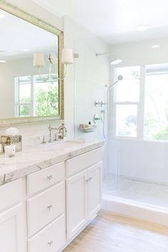 white marble bathroom // Ohara Davies-Gaetano #bathrooms