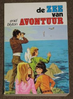 De Zee van Avontuur - Enid Blyton   Juli 2014 Nostalgie (vroeger las ik altijd De Vijf). Wat me nu in deze boeken opvalt: Enid Blyton weet op een leuke manier het gedrag van dieren en interactie tussen dieren te beschrijven.