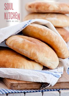 We are absolutely bread lovers. In every form, shape and flavor we adore warm home baked bread. This is our latest specialty–soft, fresh and golden pita bread. Bread Bun, Bread Rolls, Quick Bread, How To Make Bread, Bread Recipes, Cooking Recipes, Pita Recipes, Homemade Pita Bread, Our Daily Bread