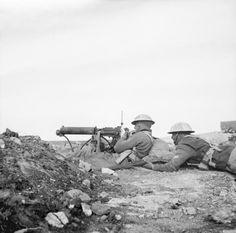 BRITISH ARMY NORTH AFRICA (E 1818)   A Vickers machine gun crew outside Derna, 30 January 1941.