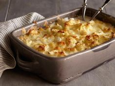 Easy, easy, easy Cauliflower-Goat Cheese Gratin recipe from Bobby Flay via Food Network Bobby Flay Recipes, Top Recipes, Vegetable Recipes, Cooking Recipes, Roast Recipes, Cauliflower Gratin, Cheesy Cauliflower, Broccoli Gratin, Cauliflower Tortillas