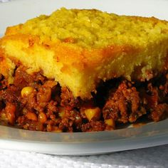 Easy Tamale Pie Recipe Main Dishes with ground turkey, onions, chili seasoning… Beef Tamale Pie, Beef Tamales, Tamale Casserole, Casserole Recipes, Cornbread Casserole, Mexican Casserole, Mexican Dishes, Mexican Food Recipes, Lunches