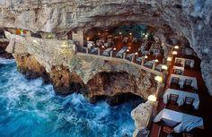 Thumb Restaurante é construído em gruta na Itália e tem vista imperdível