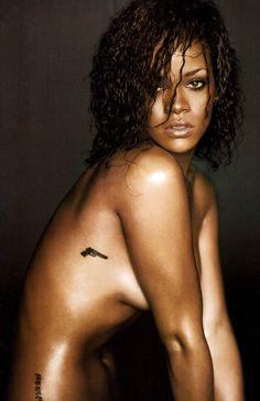 Rihanna To Get 'Nude'