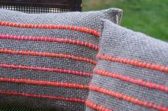 Diy Pillows, Linen Pillows, Cushions, Weaving Designs, Weaving Projects, Loom Weaving, Hand Weaving, Witch Quilt, Cricket Loom