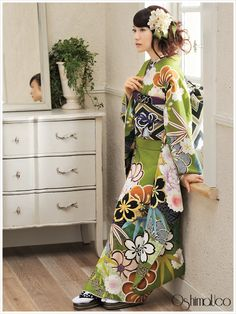 Though orange, olive green and black with gold is a very 70's color scheme (even in Japan), this kimono managed to take the colors int...