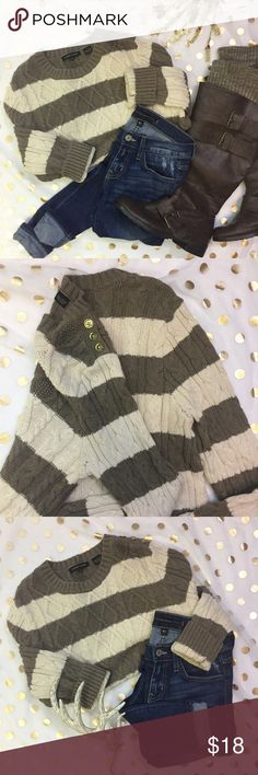 Jeanne Pierre Brown Cable Knit Striped Sweater M Size Medium 100 percent Cotton. This sweater is in great condition. It's super soft and has lots of stretch. Three gold buttons on right upper shoulder. Jeanne Pierre is sold at Macy's . Any questions please ask ! Jeanne Pierre Sweaters Crew & Scoop Necks