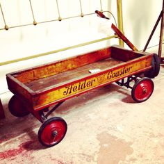 Found this Antique Wagon at an Antique show and had to buy it ! Vintage Toys, Retro Vintage, Antique Toys, Yard Sale Signs, Pull Wagon, Toy Wagon, Old Wagons, Antiques Roadshow, Radio Flyer