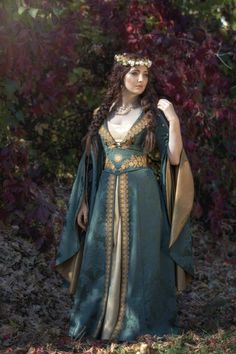 We create historical and fantasy dresses, wedding looks, gothic costumes and other unique creations for you. Renaissance Wedding Dresses, Fantasy Wedding Dresses, Renaissance Fair Costume, Fantasy Gowns, Elven Wedding Dress, Elven Costume, Renaissance Fairy, Fantasy Names, Fantasy Outfits
