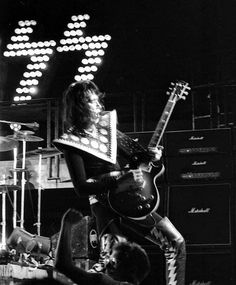 Vinnie Vincent, Kiss Pictures, Kiss Photo, Love Gun, Ace Frehley, Hot Band, Creatures Of The Night, Classic Rock, A Good Man