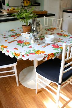 Love the scallop idea, just use a small plate or wine glass bottom to make the pattern on the wrong side of the cloth