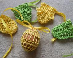 Gehäkeltes Osterei Cover, Satz von 4 Hand gehäkelten Ostern Eier Ostern Dekoration  Hand mit Baumwollfaden mit Band gehäkelt  Du kannst innerhalb hartgekochte Eier oder Polystyrol Eier  Farbe: Rosa