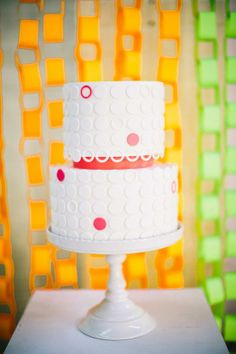 The cake looks cool, but I like the paper chain backdrop even better! Great idea for a shower Beautiful Cake Pictures, Beautiful Cakes, Amazing Cakes, Cupcakes, Neon Cakes, Polka Dot Cakes, Polka Dots, Creative Wedding Cakes, Modern Cakes