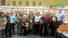 """Esta tarde he podido compartir con el club de lectura de #ElBonillo nuestra pasión en común por la poesía. Os dejo una fotografía donde se refleja mi ilusión y felicidad al presentar mi nuevo libro de poesía """"Alquiler de humedades"""". ¡Mil gracias a todos! #DesMarcaTu"""