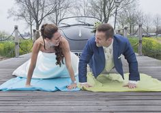 Krachtmeting #funnyweddingpictures #gekkebruidsfoto