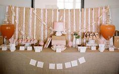mesa chá de bebê com bolo rosa