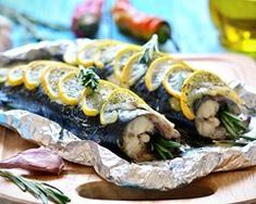 Try this roasted mackerel with lemon recipe cooked with the best Olive oil from Spain, which can withstand the highest cooking temperatures Lemon Recipes, Fish Recipes, Sweet Recipes, Good Food, Yummy Food, Cooking Temperatures, Cooking Recipes, Healthy Recipes, Baked Fish