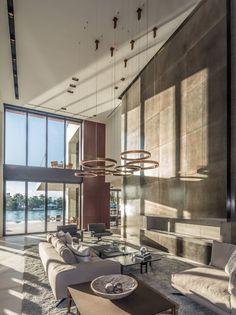 Lusso a Miami Beach 10/05/2016|IN PEOPLE Il progetto di interior design di Casa Clara, curato dallo studio Choeff Levy Fischman Architects, si connota per i dettagli esclusivi, le finiture di pregio, l'alta qualità e la massima personalizzazione.