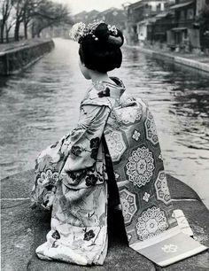 Geisha in B&W...
